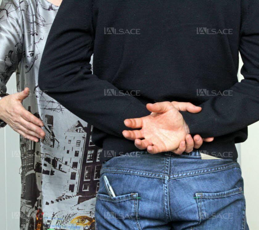 le-refus-de-deux-eleves-musulmans-de-serrer-la-main-des-enseignantes-d-une-ecole-secondaire-du-canton-de-bale-campagne-provoque-un-tolle-en-suisse-photo-l-alsace-thierry-gachon-1459890407