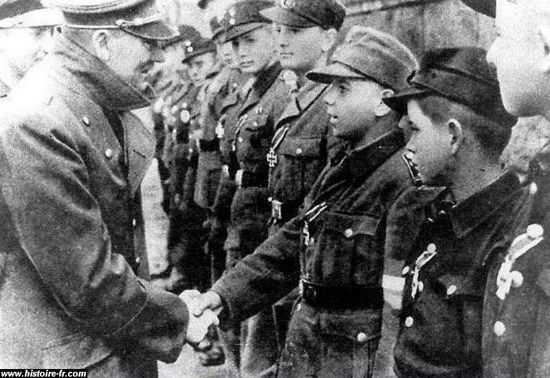 hitler_hitlerjugen_1945