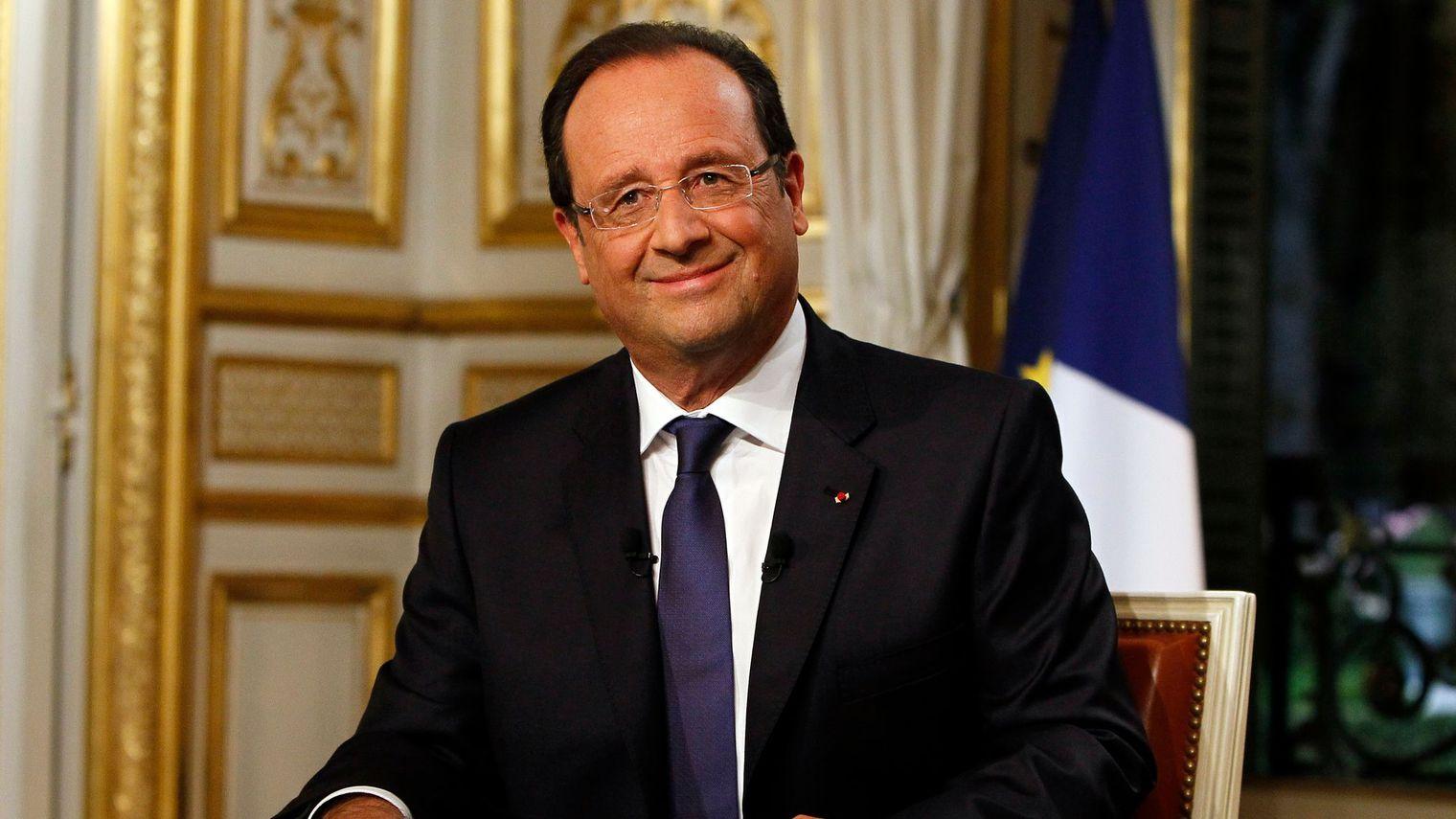 le-president-francois-hollande-pose-le-15-septembre-2013-apres-un-entretien-sur-tf1_5143795