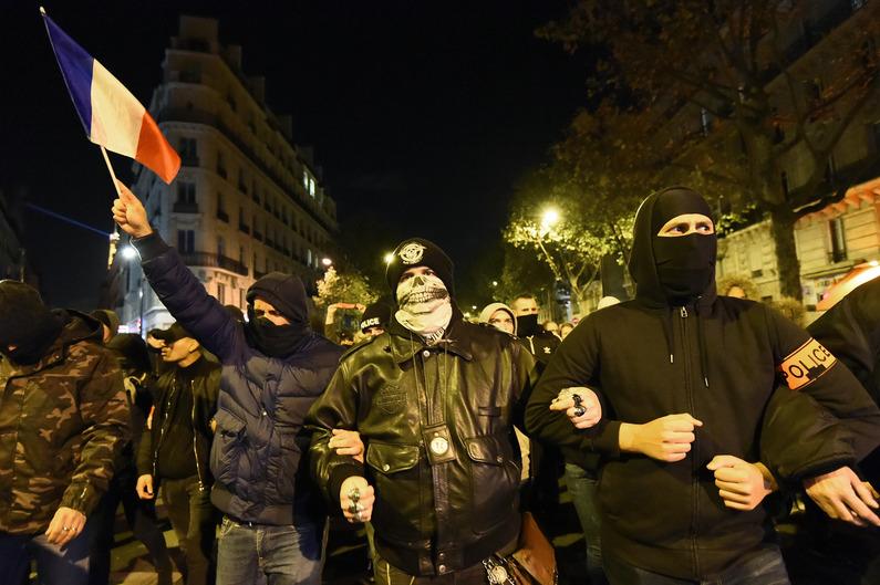 Manif à Paris de policiers contre le gouvernement