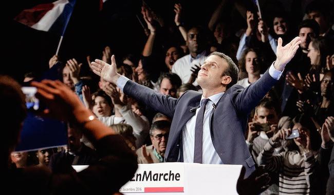 Macron-bras-en-croix