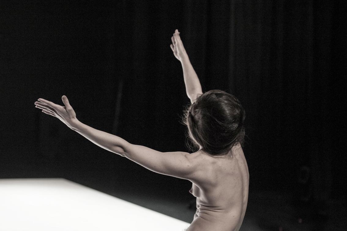 mimos-mime-recital-postures-yasmine-hugonnet