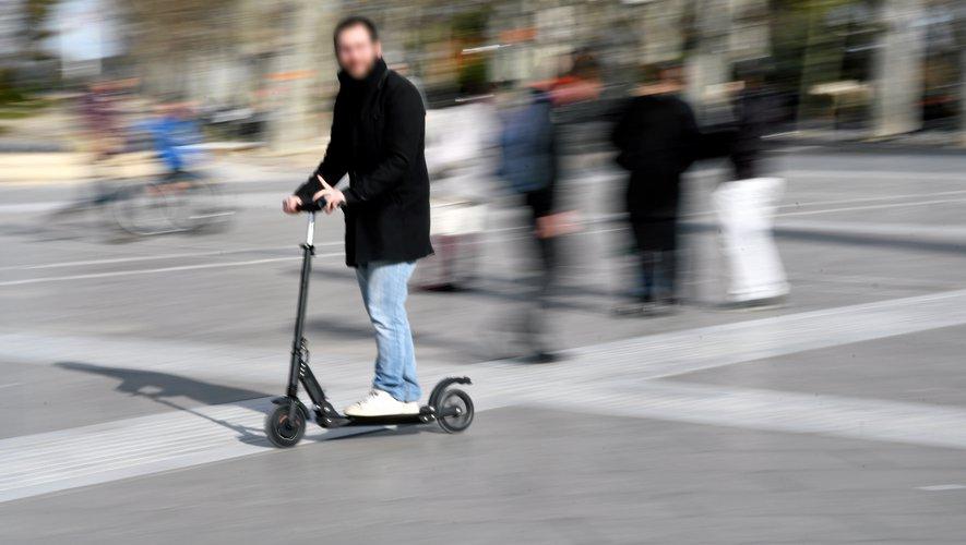 trottinettes-électriques-rue-Paris